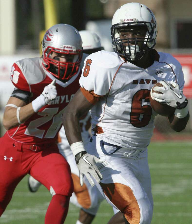 Without an experienced quarterback, Madison likely will rely more on the running game with backs such as Dominque Daniels (right), who rushed for 1,132 yards and 11 touchdowns last season, and Alex Ardoin. Photo: For The Express News