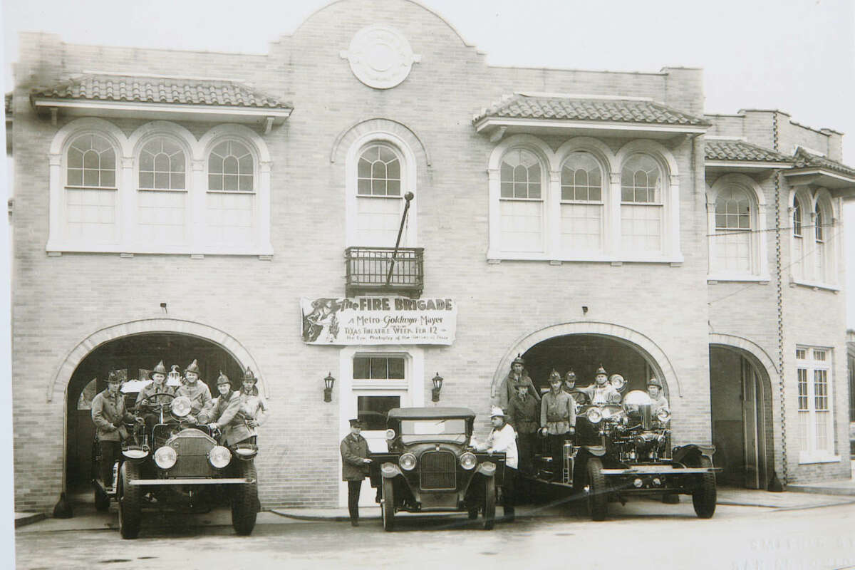 A photo from the 1930s shows the fire station at 604 S. Alamo St.