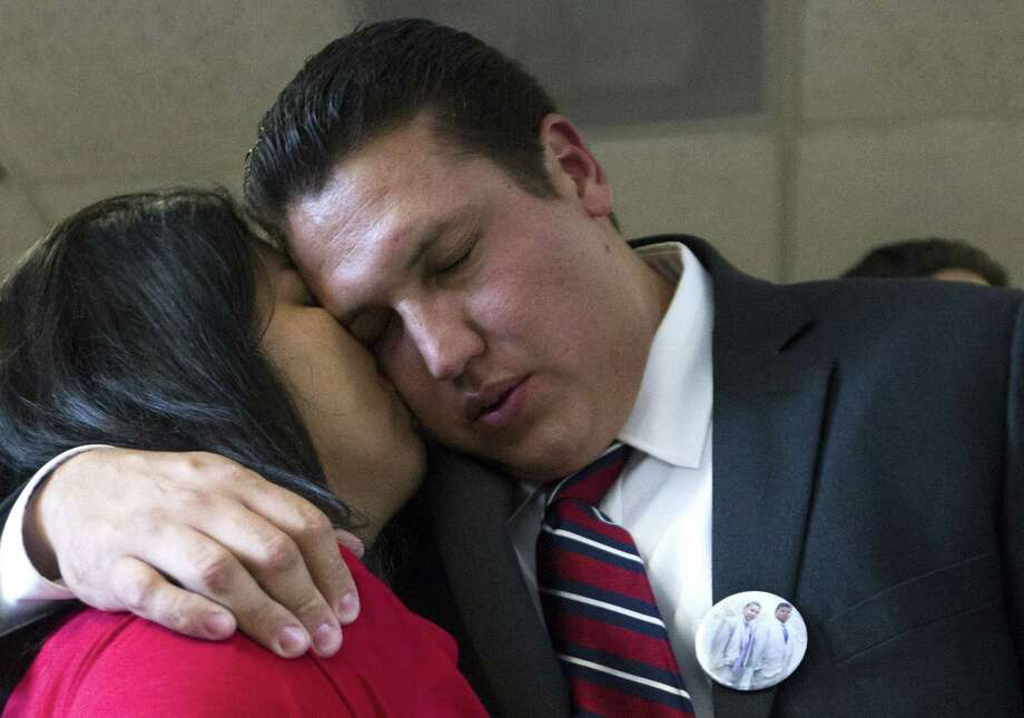 David Barajas gets a kiss from his wife, Cindy, after his acquittal by a jury in Angleton on a murder charge. Photo: Patric Schneider / Associated Press / FR170473 AP