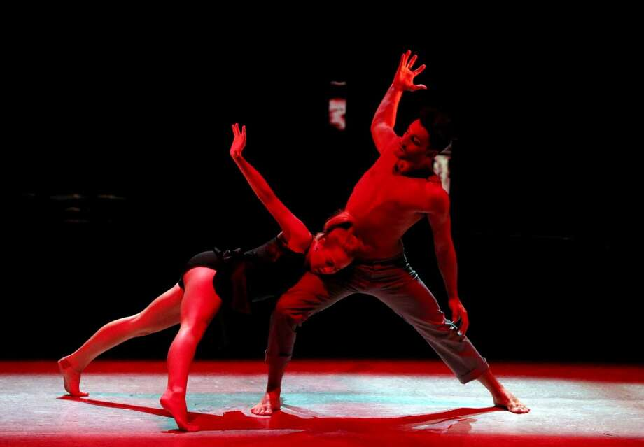 """SO YOU THINK YOU CAN DANCE: L-R: Top 4 contestant Jessica Richens and all-star Robert Roldan perform a Contemporary routine to """"When I Go"""" choreographed by Travis Wall on SO YOU THINK YOU CAN DANCE airing Wednesday, August 27 (8:00-10:00 PM ET/PT) on FOX. ©2014 FOX Broadcasting Co. Cr: Mike Yarish"""