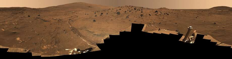 "Mcmurdo Panorama Of Mars, The ""Mcmurdo"" Panorama Taken By The Mars Exploration Rover Spirit Shows The Area Around ""Low Ridge,"" A Hill In Gusev Crater On Which The Rover Wintered In 2006. Photo: Encyclopaedia Britannica, UIG Via Getty Images"