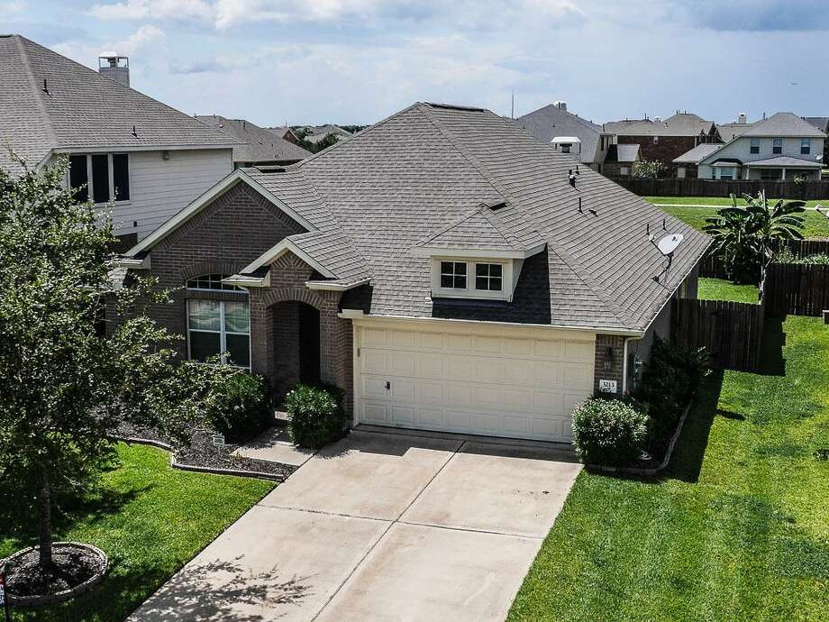 Take a look at the local properties you can score for Houston's median $204K price:3213 Mossy Bend: This 2007 home in Pearland has 3 bedrooms, 2 bathrooms, 1,937 square feet, and is listed for $200,000. Photo: Houston Association Of Realtors