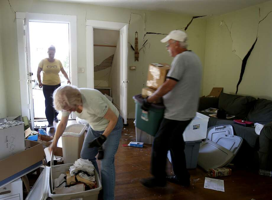 Sarah Sandbek (left) is helped with moving out by her parents Kaye and Bob Kinsey. Photo: Brant Ward, San Francisco Chronicle