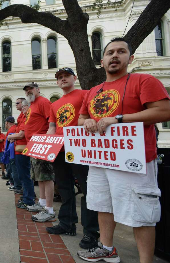 This benefits issue could be settled quickly if the police and firefighter unions would come to the table. Photo: Express-News File Photo / San Antonio Express-News