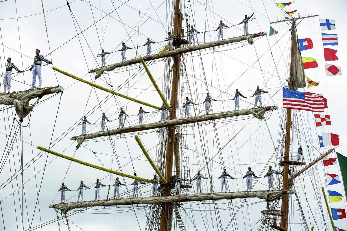 With dozens of sailors clinging to the masts, the Mexican navy tall ship Cuauhtémoc pulls into Seattle.