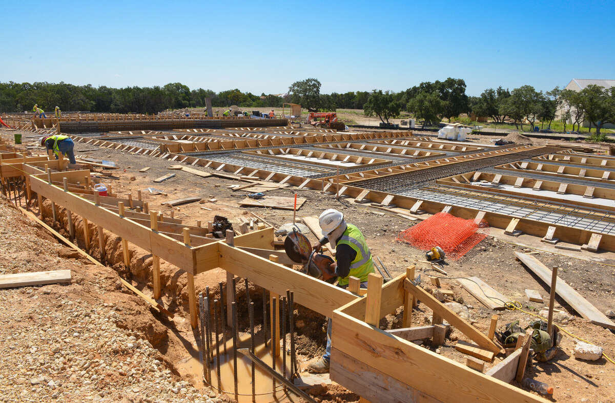 Stream Realty has started construction of Lockhill Crossing, a five-story Class A office building with 126,626 square feet near Lockhill-Selma Road and Loop 1604 on the Northwest Side.