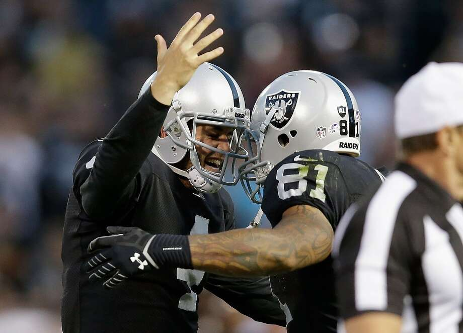 Derek Carr (left) and Mychal Rivera connected on a 20-yard touchdown that put Oakland ahead 21-7 in the first quarter. Photo: Ezra Shaw, Getty Images