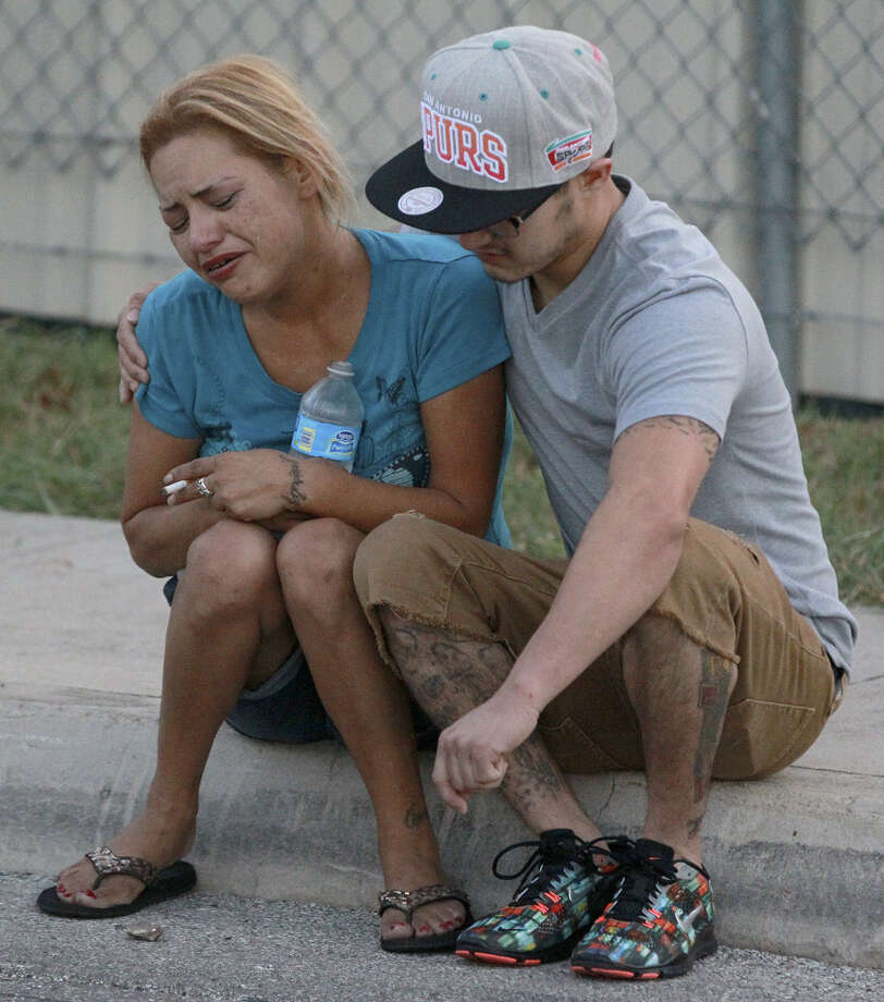 A woman grieves at the scene of the shooting deaths of Imelda Rincon, 22, and her boyfriend, who wasn't identified. Photo: John Davenport, San Antonio Express-News / ©San Antonio Express-News/John Davenport