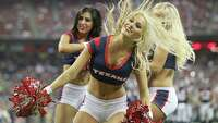 NFL cheerleaders heat up the sidelines - Photo