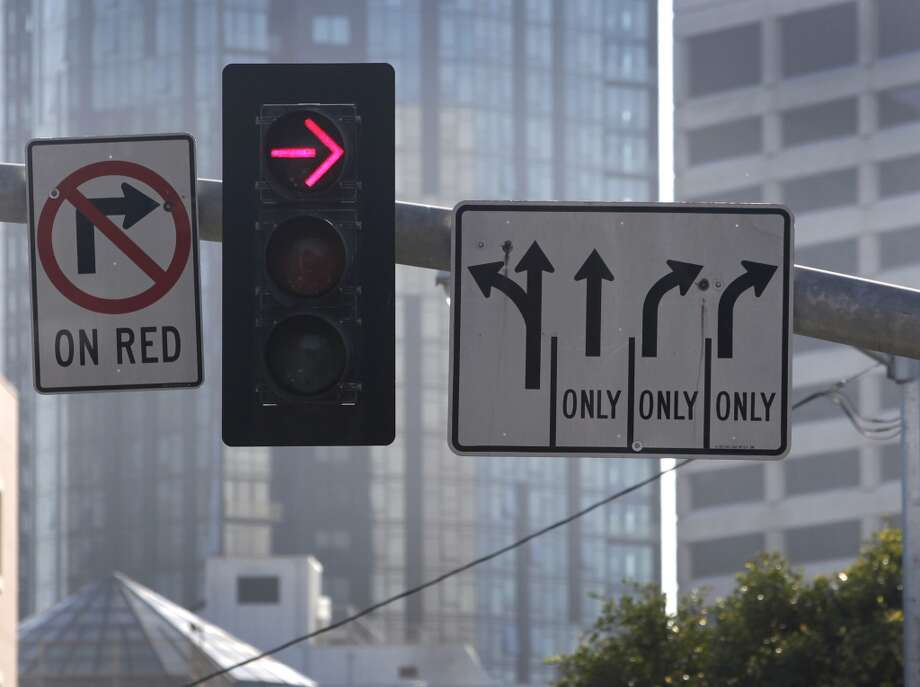 Traffic signs are posted for commuters turning right from Oak Street onto Octavia Boulevard in San Francisco, Calif. on Wednesday, Aug. 27, 2014. Some motorists cut into the right turn lane at the last minute - or make an illegal right turn from the left lanes - creating large backups and irking other drivers. Photo: The Chronicle