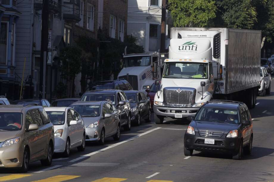 A truck driver cuts into a right turn lane on Oak Street just before Octavia Boulevard in San Francisco, Calif. on Wednesday, Aug. 27, 2014. Some motorists cut into the right turn lane at the last minute - or make an illegal right turn from the left lanes - creating large backups and irking other drivers. Photo: The Chronicle