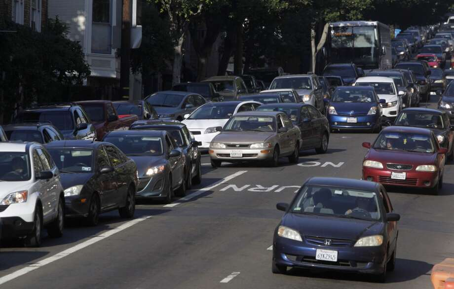 Commuters cut into a right turn lane on Oak Street just before Octavia Boulevard in San Francisco, Calif. on Wednesday, Aug. 27, 2014. Some motorists cut into the right turn lane at the last minute - or make an illegal right turn from the left lanes - creating large backups and irking other drivers. Photo: The Chronicle