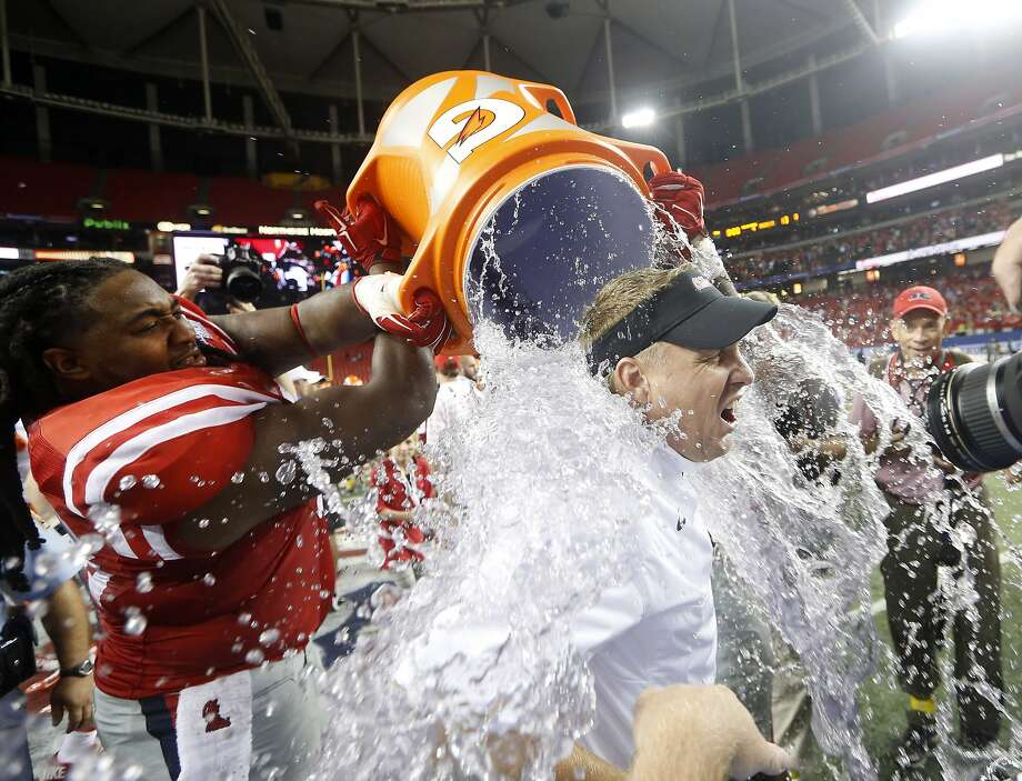 Do I get credit for an Ice Bucket Challenge? Mississippi offensive linesman Justin Bell dunks 