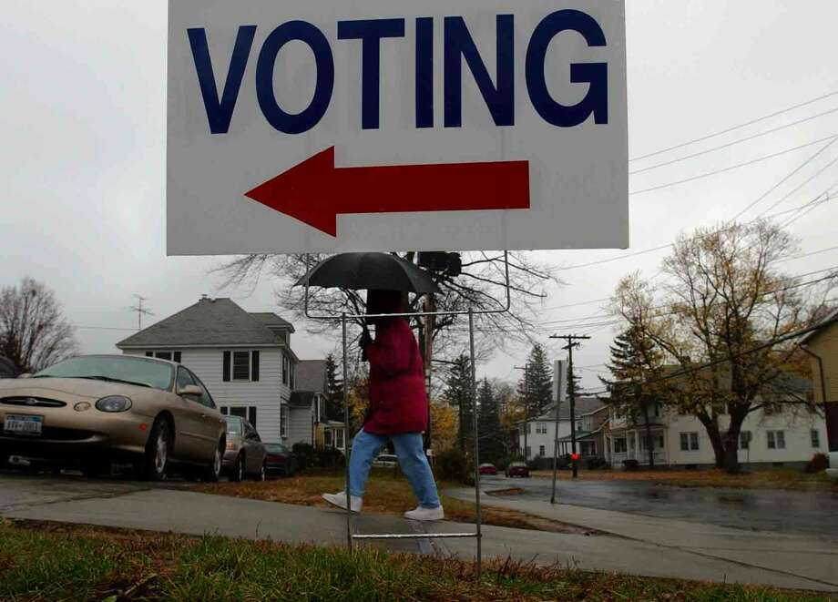 Times Union staff photo by Paul Buckowski ---  An unidentified woman makes her way into the polling site at School 27 in Albany, N.Y. on election day, Nov. 4, 2003. Photo: PAUL BUCKOWSKI / ALBANY TIMES UNION