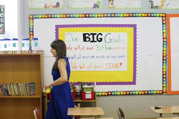 Emily Cracolici, a first-year teacher at Fondren Middle School, was able to raise more than $500 through two crowdfunding campaigns online to elp build a classroom library. ( Johnny Hanson / Houston Chronicle )
