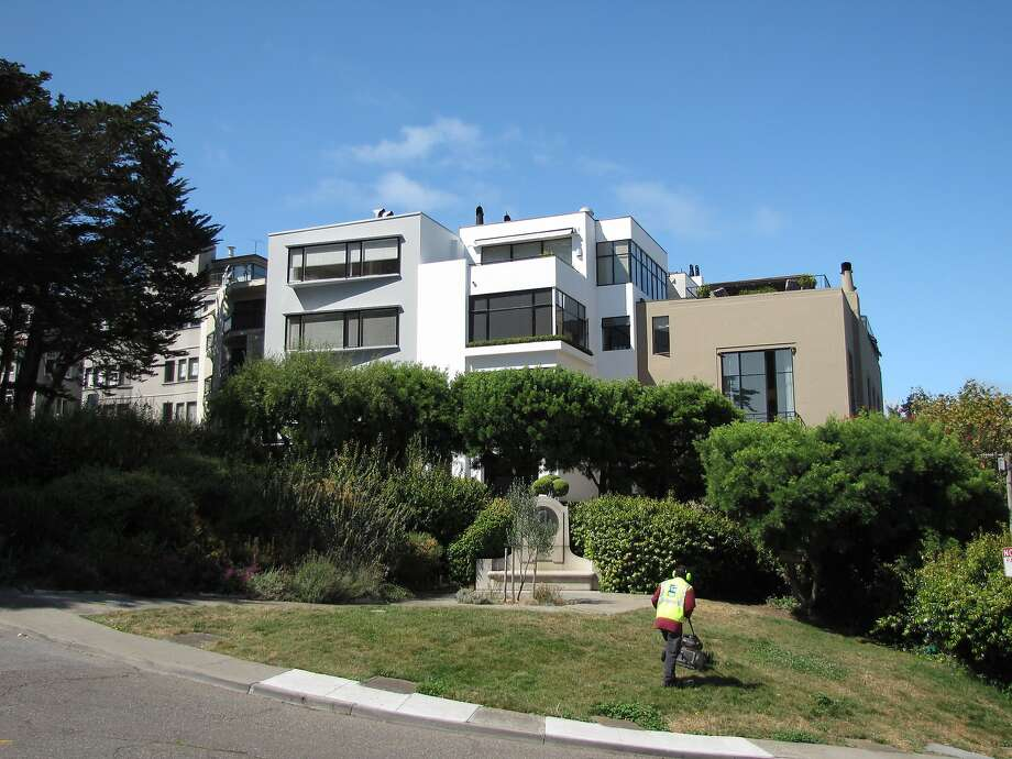 Three homes on Telegraph Hill Boulevard designed by Gardner Dailey are subdued triumphs of International Style modernism. Lore has it that the central house, white stucco and glass, was designed by Dailey for himself. Photo: John King