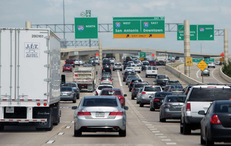 Drivers make their way along 610 near I-10, Thursday, Aug. 28, 2014, in Houston. Loop 610 between Interstate 10 and U.S. 59 west of downtown Houston is the most congested segment of highway in the state, according to the newest ranking by the Texas Department of Transportation. Analysts estimate drivers waste 1.18 million hours annually by idling and slowly moving along the highway because of traffic. (Cody Duty / Houston Chronicle) Photo: Cody Duty, Staff / © 2014 Houston Chronicle