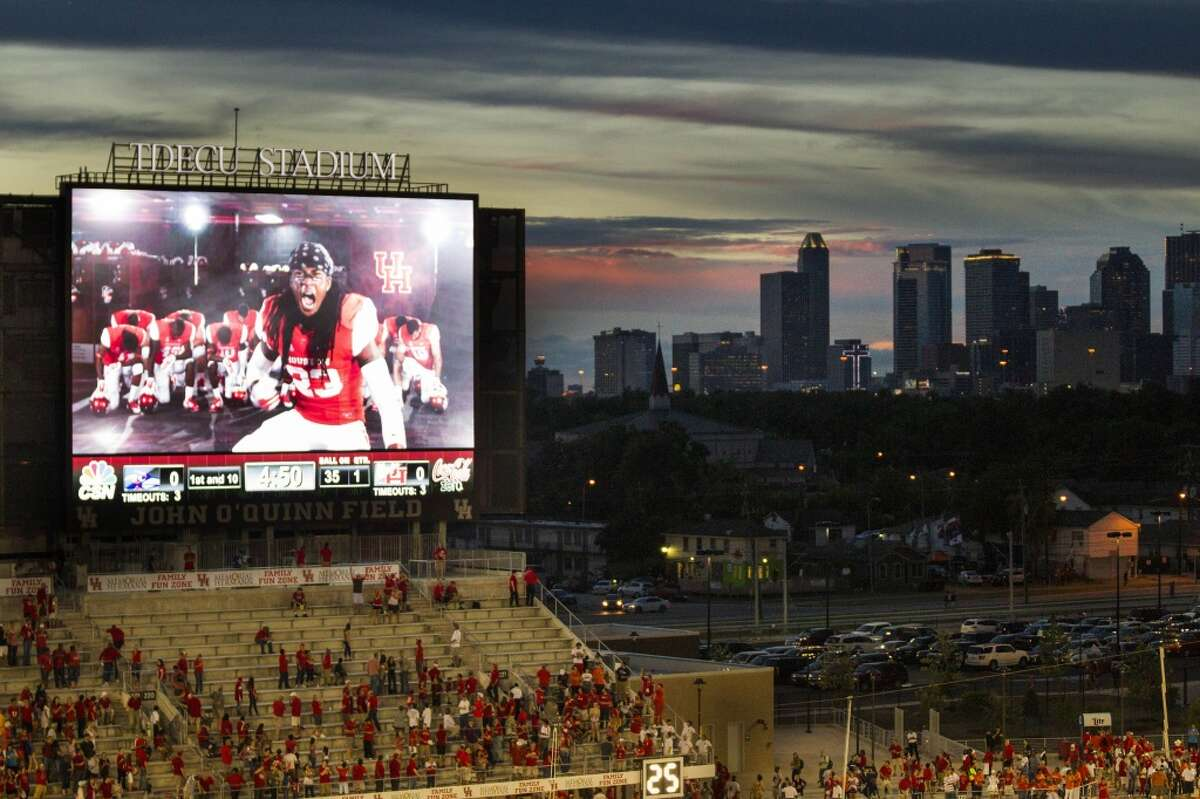 The city of Houston needs to support University of Houston sports teams a bit more Tom Herman is working on it...