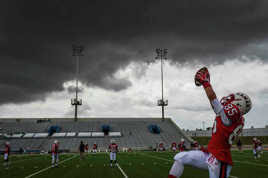At Lamar's Delmar Stadium, Chanlin Edwards warms up on Friday, Aug. 29, 2014. Photo: Smiley N. Pool, Houston Chronicle / © 2014  Houston Chronicle