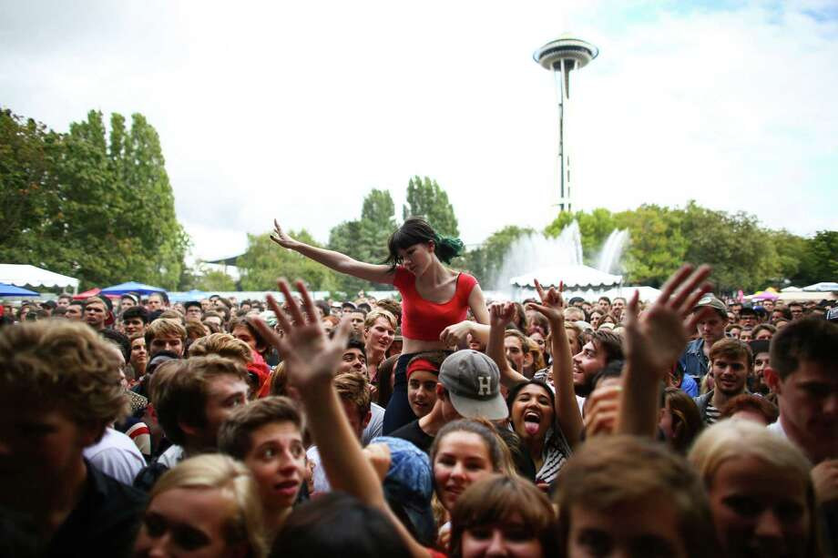 Fans dance to Mac DeMarco at the Fountain Lawn Stage. Photo: JOSHUA TRUJILLO, SEATTLEPI.COM / SEATTLEPI.COM