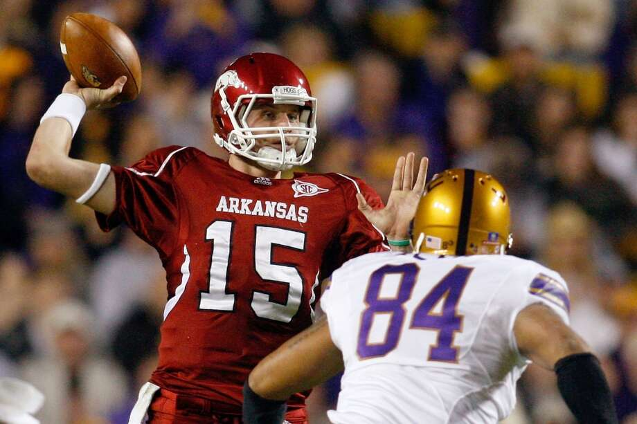 BATON ROUGE, LA - NOVEMBER 28:  Quarterback Ryan Mallett #15 of the Arkansa Razorbacks throws a pass over Rahim Alem #84 of the Louisiana State University Tigers at Tiger Stadium on November 28, 2009 in Baton Rouge, Louisiana.  (Photo by Chris Graythen/Getty Images) Photo: Chris Graythen, Getty Images