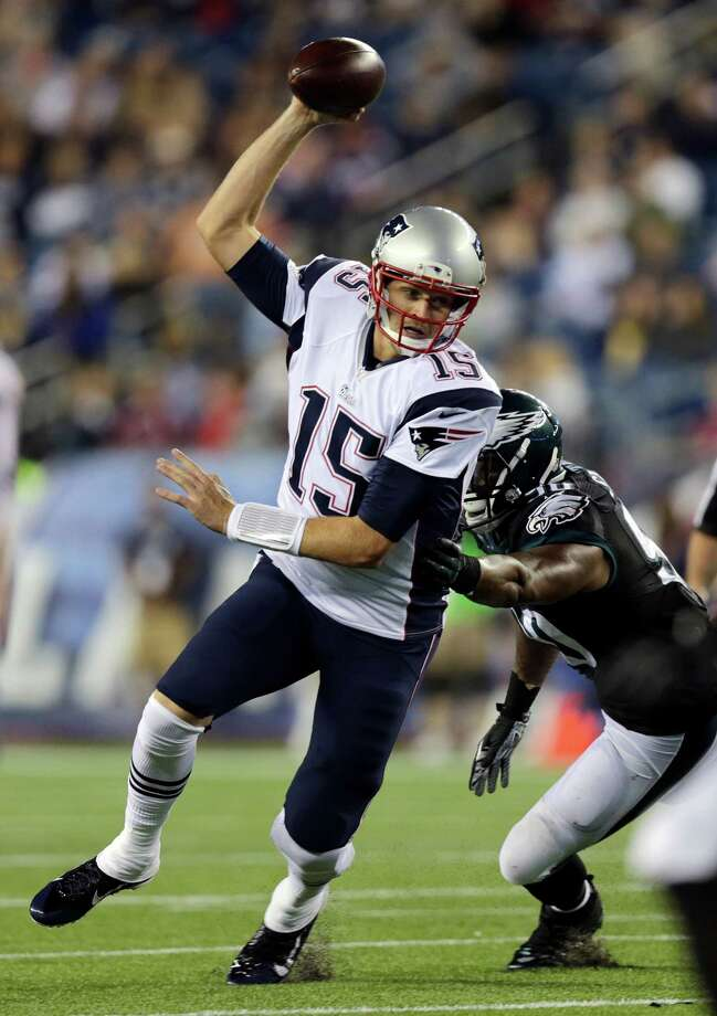 New England Patriots quarterback Ryan Mallett (15) eludes Philadelphia Eagles linebacker Marcus Smith in the second half of an NFL preseason football game Friday, Aug. 15, 2014, in Foxborough, Mass. (AP Photo/Charles Krupa) Photo: Charles Krupa, STF / AP