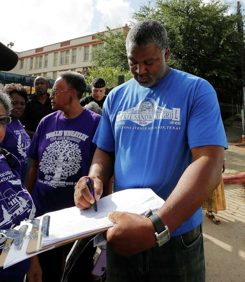 Vincent Duncan signs a petition to save the historic Wheatley / E. O. Smith school as community leaders protest the demolition of the school in the Fifth Ward Monday, Sept. 1, 2014, in Houston. Photo: James Nielsen, Houston Chronicle / © 2014  Houston Chronicle