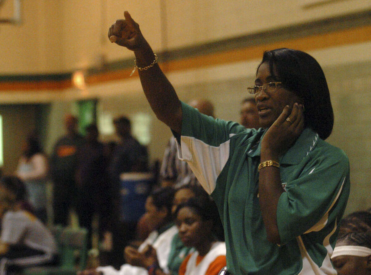 Milyse Lamkin directs her Sam Houston girls basketball team during a scrimmage in 2006. Lamkin died Thursday.