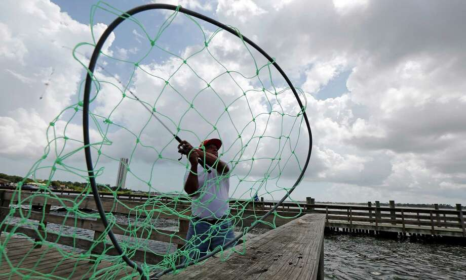 Willie Morris of Fresno casts at Clear Lake Park on Sept. 1 in Seabrook. Photo: James Nielsen, Staff / © 2014  Houston Chronicle