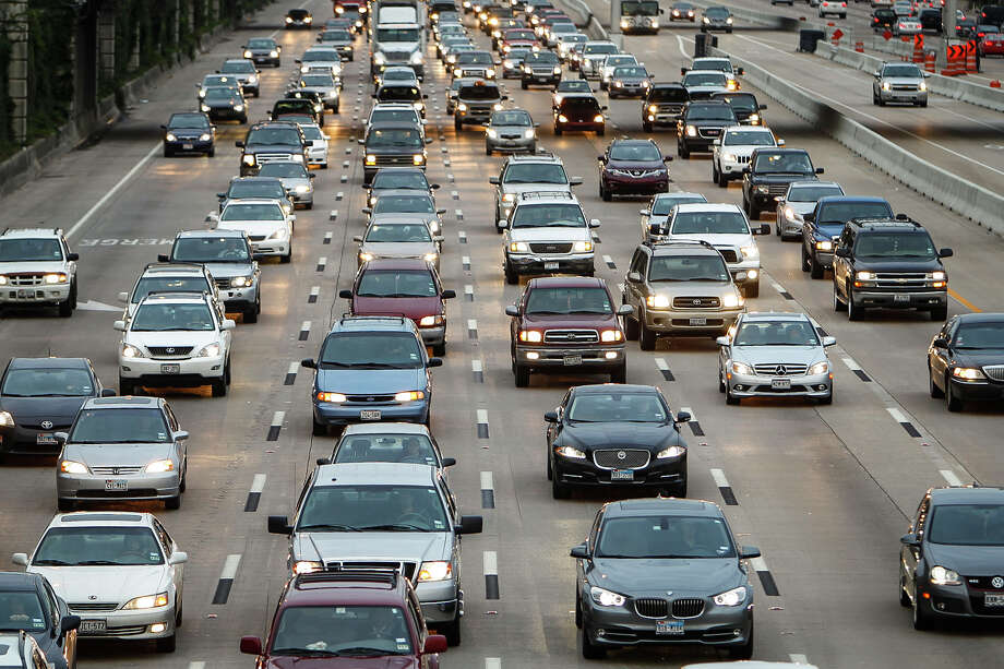 Houston29.1 minute travel time to work75 percent drive alone 12 percent carpool 4 percent use public transit 4 percent of people work from home