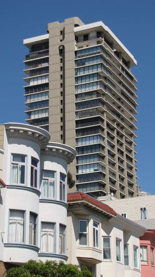 """How did that ever let THAT happen?"" is lancey's seven-word critique of 999 Green, aka The Summit, the condo tower that Joseph Eichler built at the top of Russian Hill. Where, for the record, there's now a 40-foot height limit. Photo: John King"