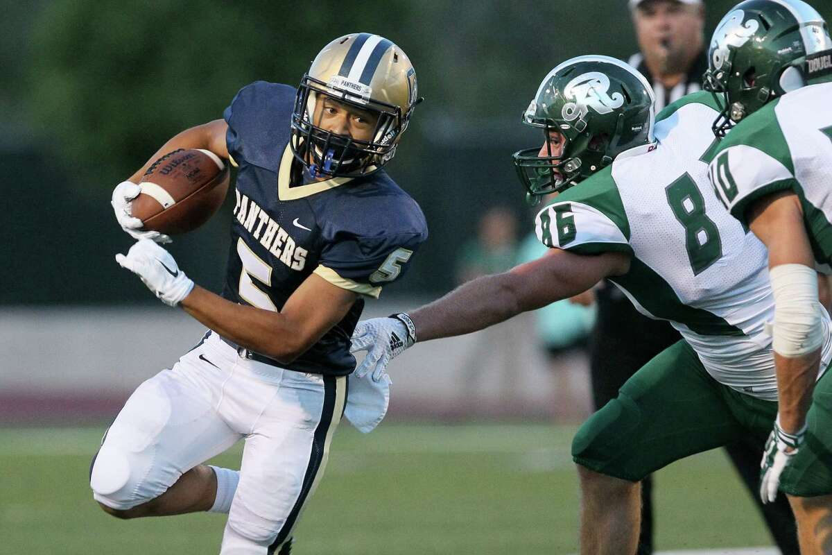 O'Connor's Fermin Feria (from left) tries to turn the corner on Reagan'sRoy Brooks and Brucks Saathoff during the first half of their game at Farris Stadium on Saturday, Aug. 30, 2014. MARVIN PFEIFFER/ mpfeiffer@express-news.net
