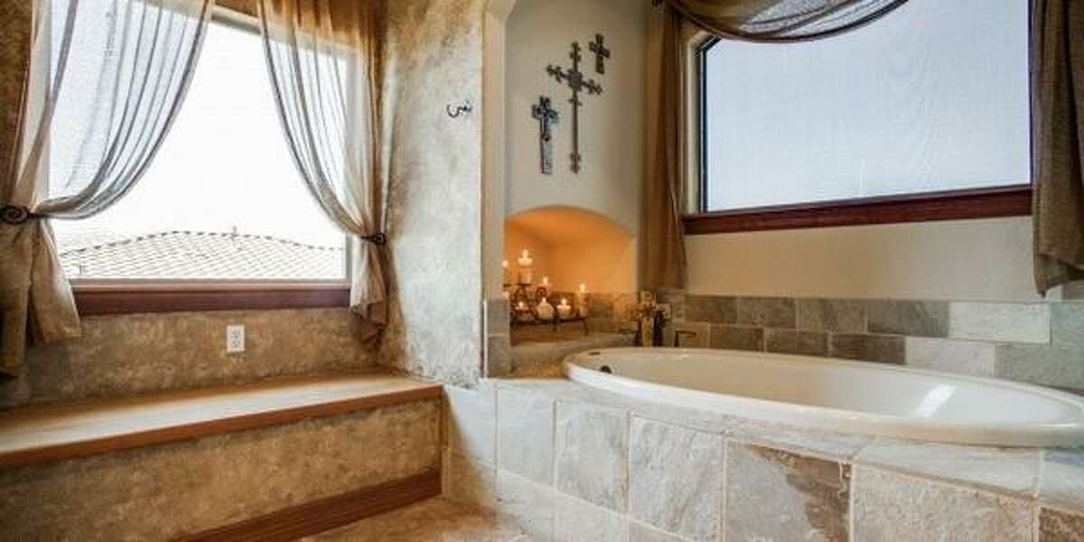 2318 Sawgrass Ridge Asking price: $875K Full baths: 5, 1 partialMLS:1053791 Neighborhood: Summerglen