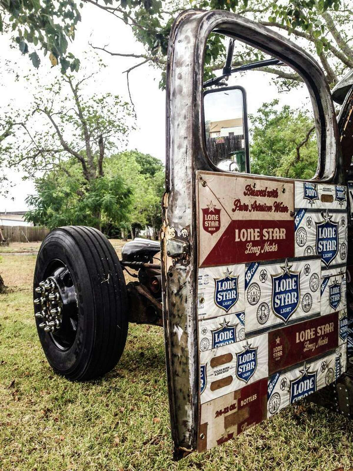 Unlike other hot rods, rat rods emphasize driveability and functionality over flash: rat rods often appear unfinished, but have quality parts.