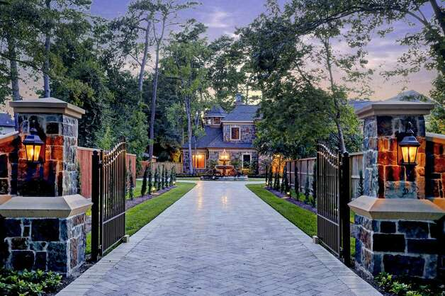 5 Sleepy Oaks: This 2014 home in Houston has 7 bedrooms, 7 full and 2 half bathrooms, 12,364 square feet, and is listed for $8,950,000. Photo: Houston Association Of Realtors