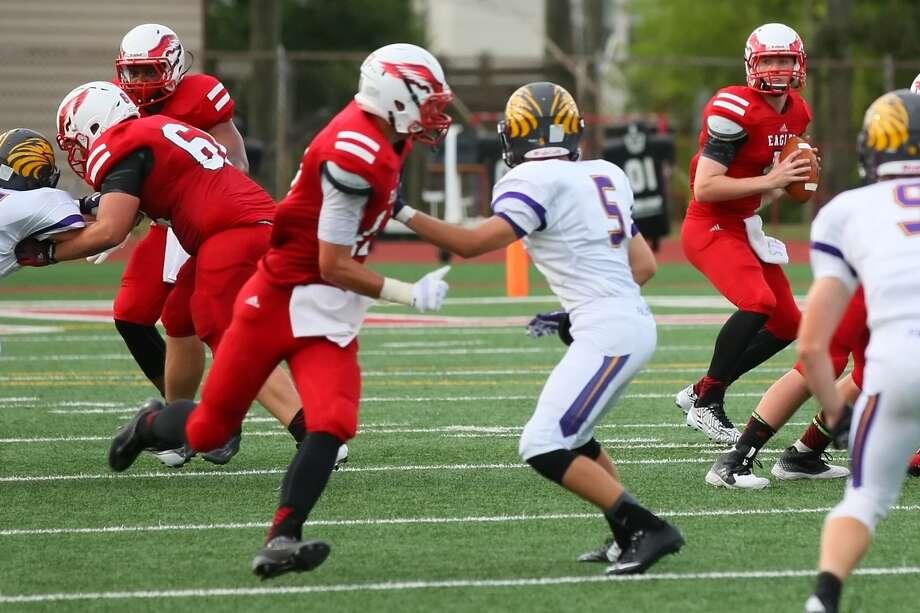 St. Thomas quarterback Austin Dupont lines up his shot as his receivers scramble to find an open position. Photo: Matthew White, Freelance / Freelance