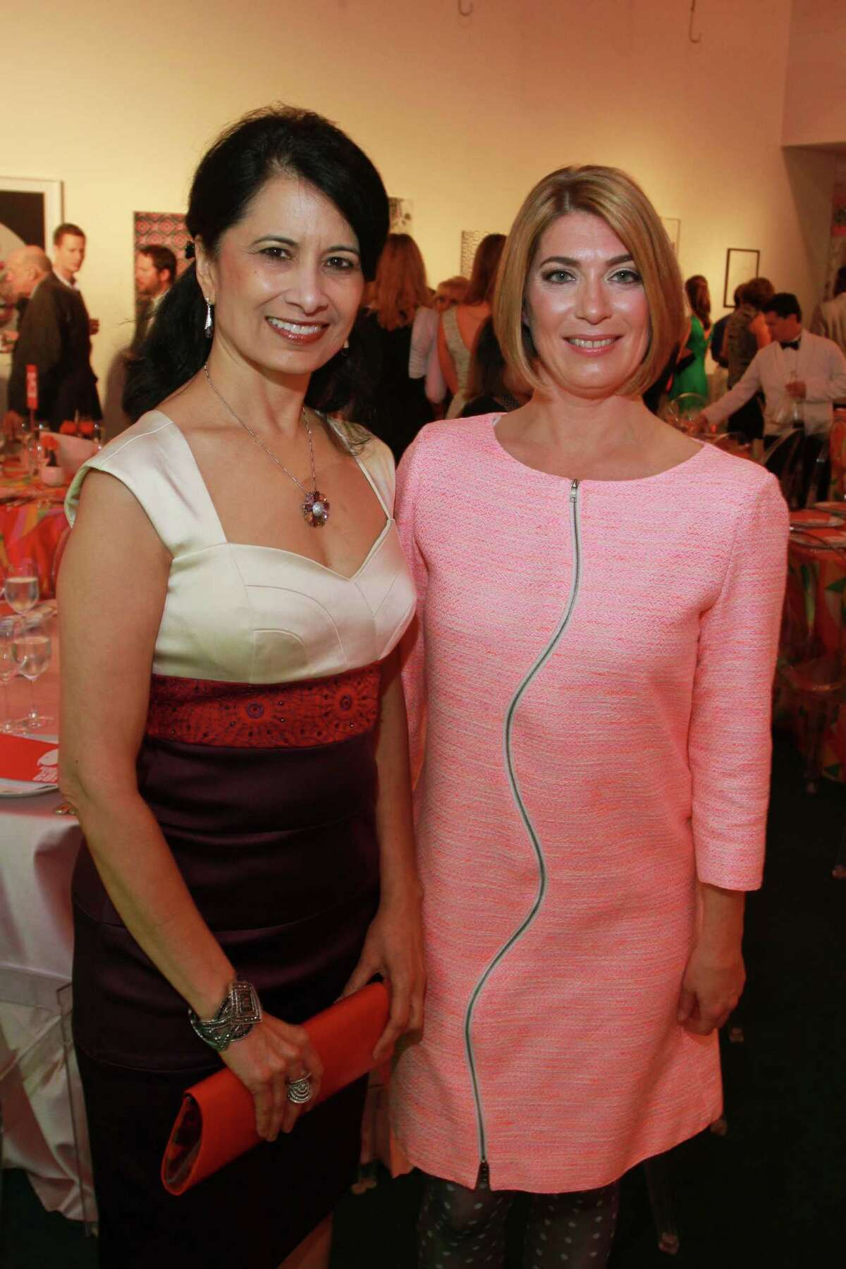 """(For the Chronicle/Gary Fountain, May 16, 2014) University of Houston president Renu Khator, left, and museum director Claudia Schmuckli at the Blaffer Art Museum's """"Nod to Mod"""" gala."""