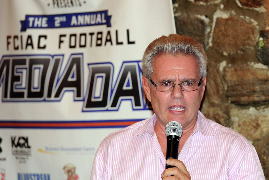 Sports reporter Armen Keteyian gave the keynote address during the FCIAC Football Media Night at Zody's 19th Hole Restaurant in Stamford, Conn., Tuesday, Sept. 2, 2014. Photo: Bob Luckey / Greenwich Time
