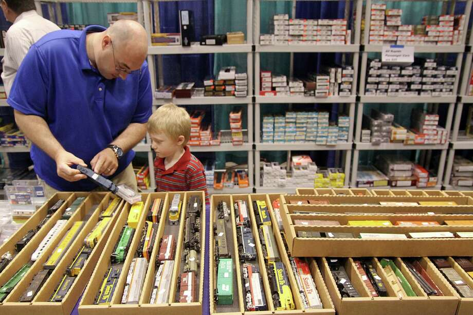 John Kemper and son Caleb visit a recent Big Texas Train Show. Photo: Pin Lim, Freelance / Freelance