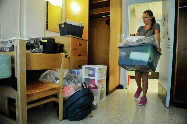 New student, Mackenzie Wolfson from Seaford carries her belongings into her room as freshmen students moved in to their campus housing on Thursday, Aug. 28, 2014, in Loudonville, N.Y.    (Paul Buckowski / Times Union) Photo: Paul Buckowski, Albany Times Union / 00028227A