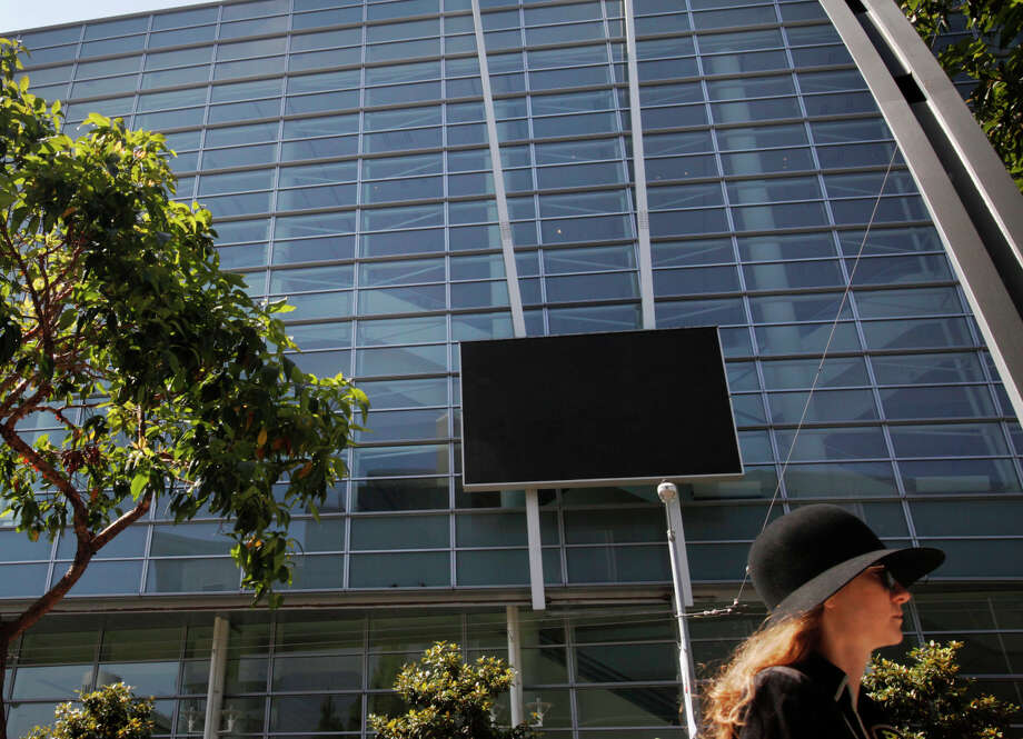 "The installation ""Facsimile,"" on the facade of Moscone Center West, transfixes observers when it's working, but has had problems remaining operational. The city says it must come down. Photo: Leah Millis / The Chronicle / ONLINE_YES"