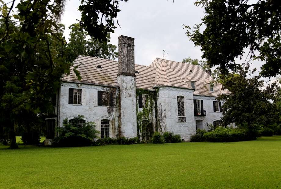 The front of the Weingarten house in the Riverside Terrace area is pictured Wednesday, July 23, 2014, in Houston, Texas. The home was built in 1935 designed by architect Joseph Finger. Photo: Gary Coronado, Houston Chronicle