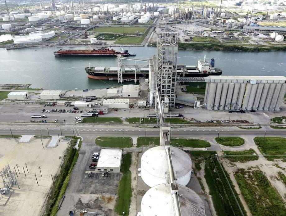 Nations have been joining oil companies in pushing for an end to a U.S. ban on oil exports. Photo: San Antonio Express-News File Photo / ©2013 San Antonio Express-News