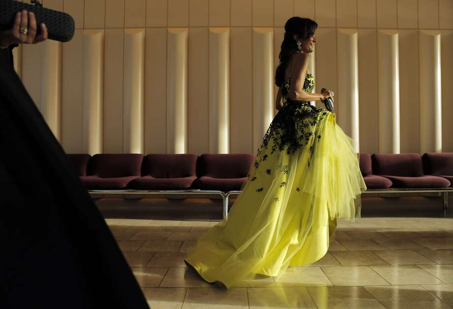 Komal Shah walks to the dining room as dinner is served at the San Francisco Symphony Gala at Davies Symphony Hall in San Francisco, Calif., on Wednesday, September 3, 2014. Photo: Carlos Avila Gonzalez, The Chronicle