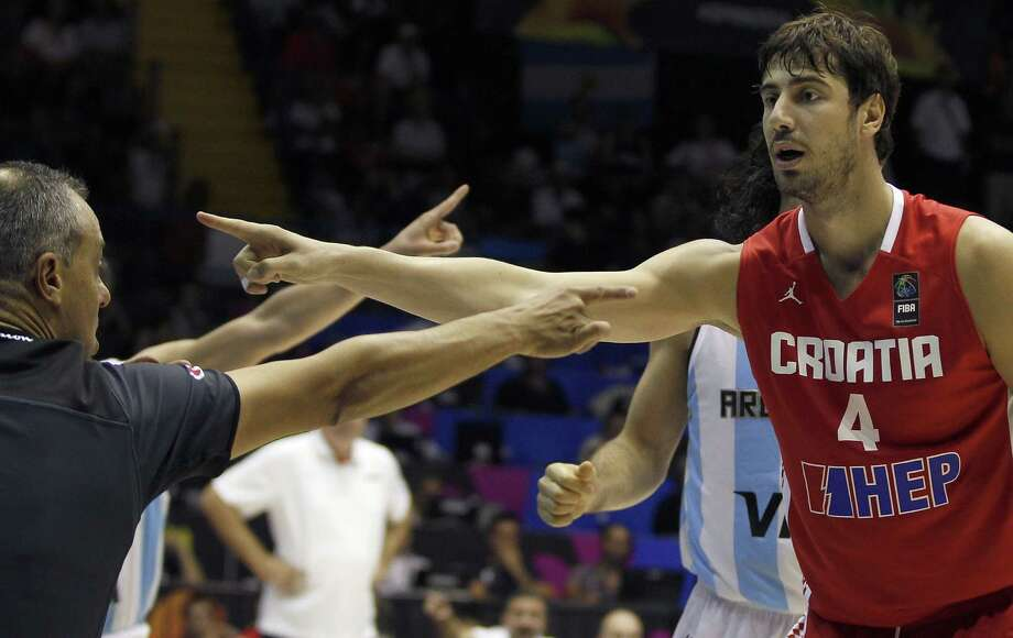 Croatia's Ante Tomic, right, gestures during the Group B Basketball World Cup match between Argentina and Croatia in Seville, Spain, Sunday, Aug. 31, 2014. The 2014 Basketball World Cup competition will take place in various cities in Spain from Aug. 30 through to Sept. 14. (AP Photo/Miguel Angel Morenatti) ORG XMIT: MAM115 Photo: Miguel Angel Morenatti / AP