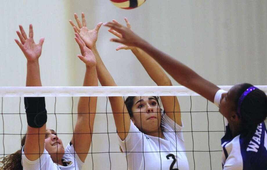 Gillianne Simpkins (left) and Alex Ecker of O'Connor block a spike by Warren's Ania Keene during the Panthers' sweep. Photo: Billy Calzada / San Antonio Express-News / San Antonio Express-News