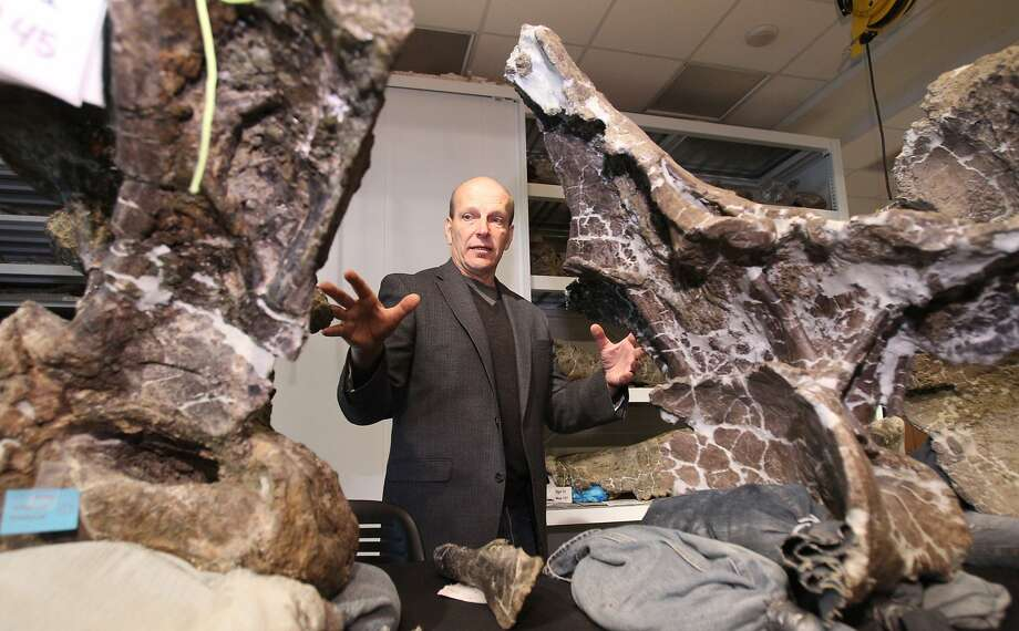 Kenneth Lacovara, a paleontologist at Drexel University, describes the fossil he and his team discovered in the Patagonia region of Argentina in 2005. Photo: Charles Fox, McClatchy-Tribune News Service