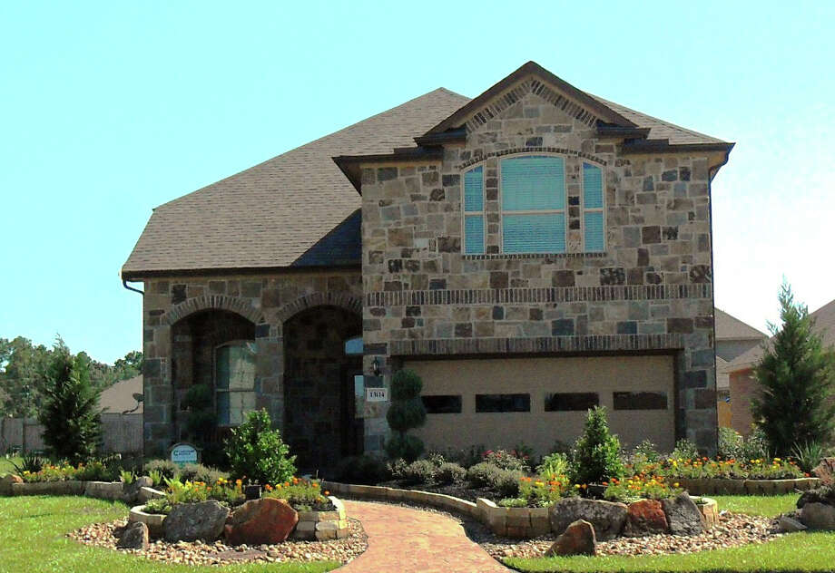 Eagle Springs has new homesites for homes prices from the $180,000s by Chesmar in Kendall Hollow, a neighborhood within walking distance of Atascocita Springs Elementary, part of Humble ISD. / COPYRIGHT, 2010