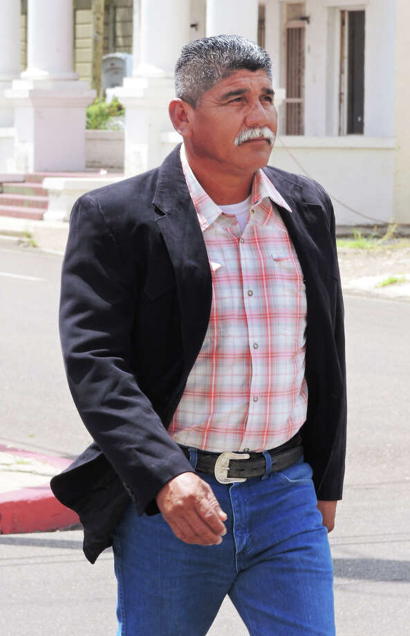 Webb County Justice of the Peace Pct. 2, Place 2, Ricardo Rangel crosses Victoria Street Thursday afternoon on his way to the Federal Court where he surrendered to federal authorities. Photo: CUATE SANTOS / LAREDO MORNING TIMES