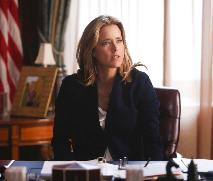 Téa Leoni portrays Elizabeth McCord, the shrewd, determined, newly appointed secretary of state in